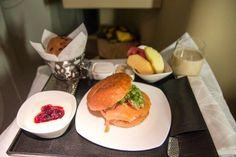 Frühstück in der Etihad Business Class Abu Dhabi, Etihad Business Class, First Class Flights, Boeing 777, Grubs, Meals, Breakfast, Ethnic Recipes, Staycation