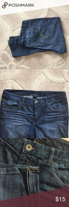Calvin Klein size 16W denim capris with Ankle zip Super cute Calvin's with stylish zipper at the ankle. Excellent condition. Calvin Klein Jeans Ankle & Cropped