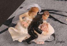 """Thème #cinema  """"Couple mariés sur moto"""" sur notre site: http://www.feezia.com/univers/decoration/deco-de-table/figurine/couple-maries-sur-moto-pour-piece-montee.html"""