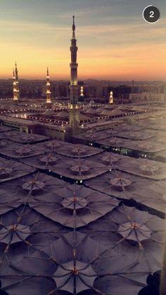 Masjid al Nabawi, Madinah,Saudi Arabia. Masjid Al Nabawi, Mecca Masjid, Masjid Al Haram, Islamic World, Islamic Art, Medina Saudi Arabia, Motifs Islamiques, Medina Mosque, Beautiful Mosques