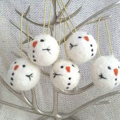 Hand made needle felt hanging tree decoration with snowman design. These are hand made by me to order using the technique of needle felting. You may also be interested in my badger, fox and robin needle felt baubles. Please contact me if you would like a different design, if you would like a specific ribbon colour or if you would like to make a bulk purchase.