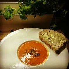 Tomat- og paprika suppe