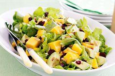 Add sweetness and crunch to salads with a little fruit and nuts. Mango Avocado Salad, Mango Salat, Feta Salat, Green Salad Recipes, Mango Recipes, Salad Dressing Recipes, Vegetarian Recipes, Cooking Recipes, Healthy Recipes