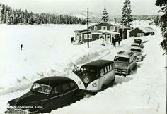 Oppland fylke Lunner kommune  MYLLA SPORTSSTUE i Nordmarka, GRUA. Fint vintermotiv med flere biler, bl.a. en folkevognbuss. Utg . Røstad foto, postgått 1961