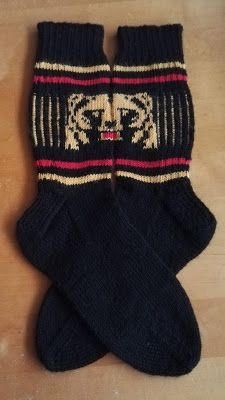 Karhusukat Knit Socks, Knitting Socks, Mittens, Fashion, Hama, Fingerless Mitts, Moda, La Mode, Sock Knitting