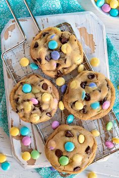 Truly the BEST Bakery Style Chocolate Chip Cookies EVER! Soft and chewy, extra t… Truly the BEST Bakery Style Chocolate Chip Cookies EVER! Soft and chewy, extra thick and just loaded with sweet chocolate! Come and get 'em! // Mom On Timeout Desserts Ostern, Köstliche Desserts, Holiday Desserts, Holiday Baking, Delicious Desserts, Dessert Recipes, Recipes Dinner, Easter Snacks, Easter Treats