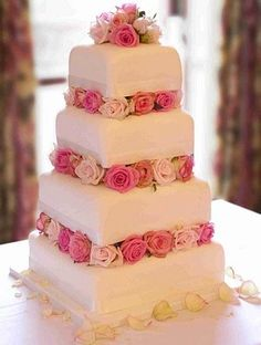 wedding cake, flowers of pink.
