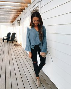 It's often difficult to find the chicest and at exactly the same time practical fashion pieces to remain spotless during the late summer drenching days. Fall Transition Outfits, Fall Winter Outfits, Autumn Winter Fashion, Spring Outfits, Winter Style, Denim Top, Lauren Kay Sims, Looks Style, My Style