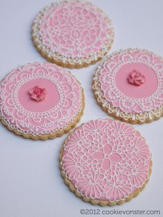 these are gorgeous. someone with a real steady hand. Lace Cookies, Tea Cookies, Galletas Cookies, Flower Cookies, Valentine Cookies, Cupcake Cookies, Sugar Cookies, Cupcakes, Pink Cookies