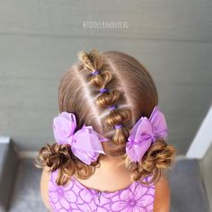 """653 tykkäystä, 23 kommenttia - Cami  Toddler Hair Ideas (@toddlerhairideas) Instagramissa: """"Today I did a diagonal line of bubbles down to messy piggy buns! I have a YouTube tutorial for my…"""""""