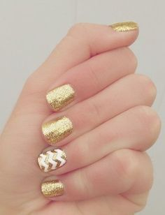 Top amazing White and gold manicure for pretty Elegant White and gold Nail Art Designs trends nails 2018 If you're desperate to dazzle your nails this season, however in an exceedingly elegant method, take a glance at these wonderful white Gold Nail Art, Gold Nails, Gold Glitter, Holiday Nail Designs, Holiday Nails, Christmas Nails, Nail Polish Designs, Nail Art Designs, Cute Nails