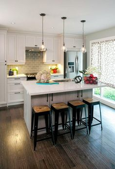 We love Isabella and David's kitchen upgrade from the Property Brothers featuring our Smudge-Proof Stainless Steel appliances. Kitchen Dinning, Kitchen Redo, New Kitchen, Kitchen Ideas, Kitchen Layout, Decoration Inspiration, Updated Kitchen, Küchen Design, Home Kitchens