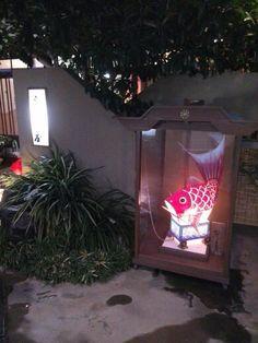 割烹(Kappou)の入口にある鯛車(Taiguruma)