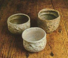 """La taza para la ceremonia japonesa del té """"Raku"""" constituye uno de los objetos más refinados que pueden hacerse tallando piezas. Es éste un proceso que"""