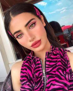A imagem pode conter: 1 pessoa, close-up in 2020 Pink Makeup, Cute Makeup, Girls Makeup, Pretty Makeup, Beauty Makeup, Hair Makeup, Hair Beauty, Make Up Looks, Brunette Girls