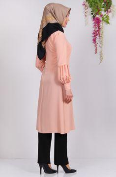 Prenses Tunik - Somon Tunik Prenses Tunik - Somon ; krep kumaş. Özel davetlerinizde ve günlük olarak farklı kombinlerle rahatlıkla Islamic Fashion, Muslim Fashion, Hijab Fashion, Fashion Dresses, The Dress, High Neck Dress, Hijab Style, Islamic Clothing, Hijab Dress