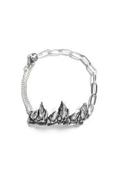 Pulsera en plata triple diseño lanperna de Inés Susaeta. Las joyas son únicas y salvajes, como los acantilados de la costa del Cantábrico donde nació.