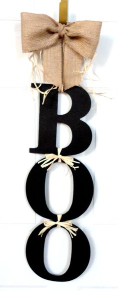 BOO Halloween Wreath Fall- so simple and cute! Must make this.