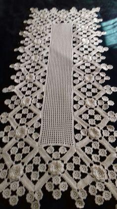 Filet Crochet, Irish Crochet, Crochet Doilies, Crochet Table Topper, Crochet Square Patterns, Point Lace, Tablerunners, Table Toppers, Crochet Clothes