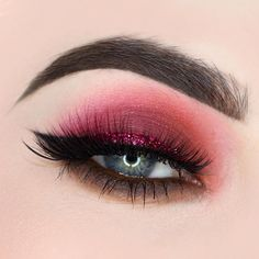 Smokey eye using the @anastasiabeverlyhills modern Renaissance palette. Shades: tempera, realgar, Venetian red, love letter, red ochre, Cyprus umber, burnt orange. I also used abh jet liner, and medium brown dipbrow pomade. @makeupforeverca excessive lash mascara, @lashesbylena Serena lashes, and @litcosmetics glittergasm glitter for the liner ✨✨✨✨ you can use my code BEAUTYBYPAISLEY for 20% off from lit cosmetics. ☺️✨✨✨