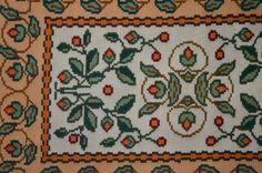 Arraiolos: portuguese tapestry.