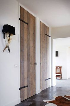 Doors from old wood via RestyleXL – Door Types Style At Home, Windows And Doors, Interior Design Living Room, Interior Styling, Home And Living, Interior Inspiration, Interior And Exterior, Sweet Home, New Homes