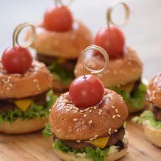 Baby Food Recipes, Fall Recipes, Cooking Recipes, Mini Hamburgers, Tiny Food, Football Food, Food Humor, Food Presentation, Food Hacks