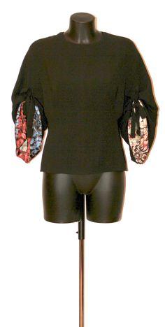 CHRISTIAN DIOR Top Christian Dior, Crop Tops, Sweatshirts, Sweaters, Women, Fashion, Moda, Women's, Sweater