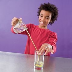 Pour Water Sideways- notice the age of this child- great for experiment when studying some science and child could get interested in learning how to do this after trying- then he can do this for an older kid (like R). Gravity Experiments, Science Experiments Kids, Science Fair, Science For Kids, Gravity Science, Mad Science, Weird Science, Preschool Science, Teaching Science
