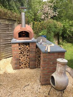 An outdoor kitchen can be an addition to your home and backyard that can completely change your style of living and entertaining. Earlier, barbecues temporarily set up, formed the extent of culinary attempts, but now cooking outdoors has become an. Outdoor Cooking Area, Pizza Oven Outdoor, Pizza Oven Outside, Brick Oven Outdoor, Garden Pizza, Oven Diy, Brick Bbq, Outdoor Kitchen Design, Outdoor Kitchens