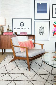 graphic corner, beni oran rug, mid-century chair, round glass coffee table