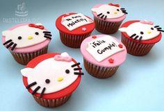 Cupcakes personalizados con diseño de Hello Kitty. Cubierta en fondant.