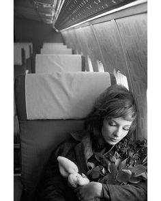 """Les plus belles #photos des #archives de @ParisMatch_magazine #1961. L'actrice Dany Saval avec son lapin en peluche fétiche part pour les États-Unis après avoir été engagée par les studios Walt Disney pour le film """"Moon pilot"""" de James Neilso. En #1965 elle épousera le compositeur Maurice Jarre. Et en #1973 elle deviendra la femme de l'animateur et journaliste Michel #Drucker. Photo : Philippe le Tellier /#ParisMatch. by parismatch_vintage"""