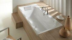 Idée décoration Salle de bain  Baignoire bois pour le rebord au fond contre le mur et la marche !!