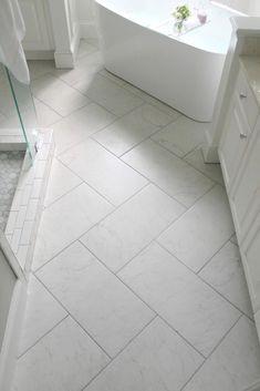 Unique Bathroom Floor Tiles Ideas For Small Bathrooms – Flooring Bath Tiles, Bathroom Tile Designs, Room Tiles, Bathroom Floor Tiles, Bathroom Layout, Bathroom Interior Design, Tiled Bathrooms, Small Bathrooms, Master Bath Tile