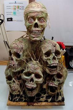 skull pile Halloween