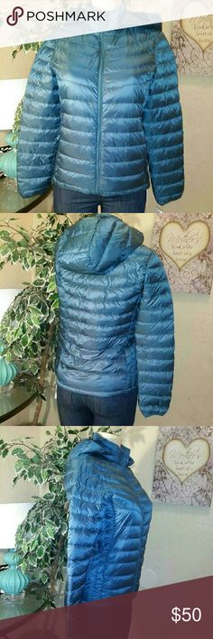 Weatherproof 32 ? Degrees Packable jacket Unisex Weather proof 32 degrees packable down jacket size Small in color blue, ideal to help you handle any bad weather, it has attached  hood, zip front closure, packable bag, made of nylon and polyester blend with down duck feathers for the filling, machine washable, $160.00 retail price value, comes new with tag  in great new condition. Weatherproof Jackets & Coats Jean Jackets