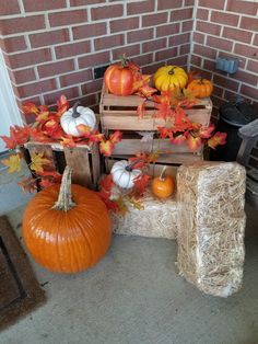 If bales of hay don't work out, wooden crates are a great alternative and multip. - If bales of hay don't work out, wooden crates are a great alternative and multipurposeful! Fall Yard Decor, Fall Home Decor, Boutique Halloween, Bail Of Hay, Outside House Decor, Fall Harvest Decorations, Halloween Fireplace, Autumn Decorating, Fall Crafts