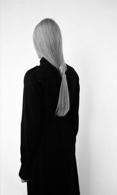 All black outfit + sleek ponytail, chic minimalist style // Vanessa Morin F/W 2013