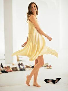 Alexandra Maria Lara (1483×2000) Alexandra Maria Lara, Sheer Beauty, Beautiful Actresses, Teen Fashion, Barefoot, Hollywood, Lady, Unique, Sirens