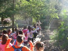 Estudiantes de Secundaria participan en una 'gymcana' medioambiental en el jardín botánico Arboretum El Valle