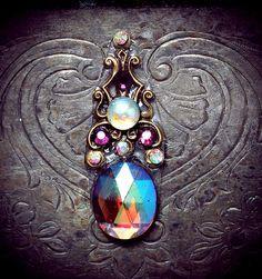 Jezebel Bindi, aurora borealis purple stone, irridesent, fairy, gypsy, fantasy, gold, vintage, tribal fusion, belly dance, fae, wicca on Etsy, $22.41 CAD