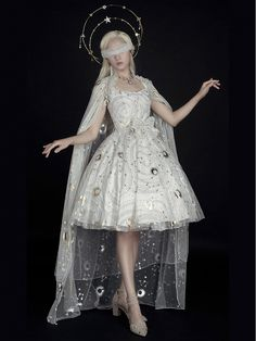 Gothic Lolita Fashion, Gothic Outfits, Queen Costume, Fantasy Dress, Girl Inspiration, Cosplay Outfits, Poses, Aesthetic Clothes, Pretty Outfits