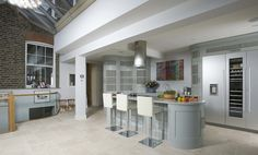 Curved bespoke kitchen in Muswell Hill by Tim Moss
