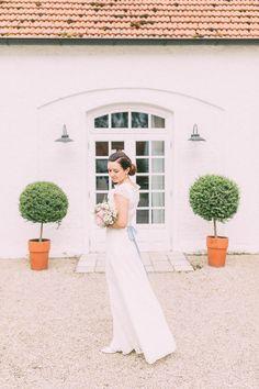 #brautkleid Brautkleid Therse & Luise - Rustikale Hochzeit auf Gut Sedlbrunn | Hochzeitsblog - The Little Wedding Corner