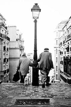 File:Scène parisienne, Montmartre, Paris, France.jpg