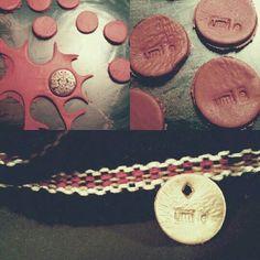 DIY medallas personalizadas, con arcilla y teñidas de dorado, hechas a mano por y para Umi e.