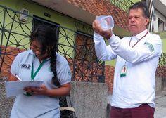 En un humilde barrio de Bello, el médico Iván Darío Vélez de la U de Antioquia, está logrando frenar la epidemia que tiene en jaque al mundo