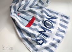 Handtuch mit Namensapplikation von larilou kids auf DaWanda.com personalized towel #sailboat