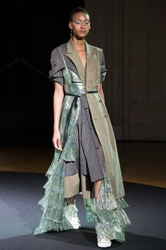 Beautiful People Spring 2018 Ready-to-Wear Fashion Show Collection: See the complete Beautiful People Spring 2018 Ready-to-Wear collection. Look 19 Summer Fashion Trends, Fashion Week, Latest Fashion Trends, Trendy Fashion, Runway Fashion, High Fashion, Womens Fashion, Fashion Spring, Fashion Fashion